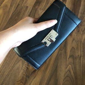 Michael Kors Kinsley Black Wallet NWTS